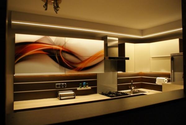 Szkło w kuchni – front szafki