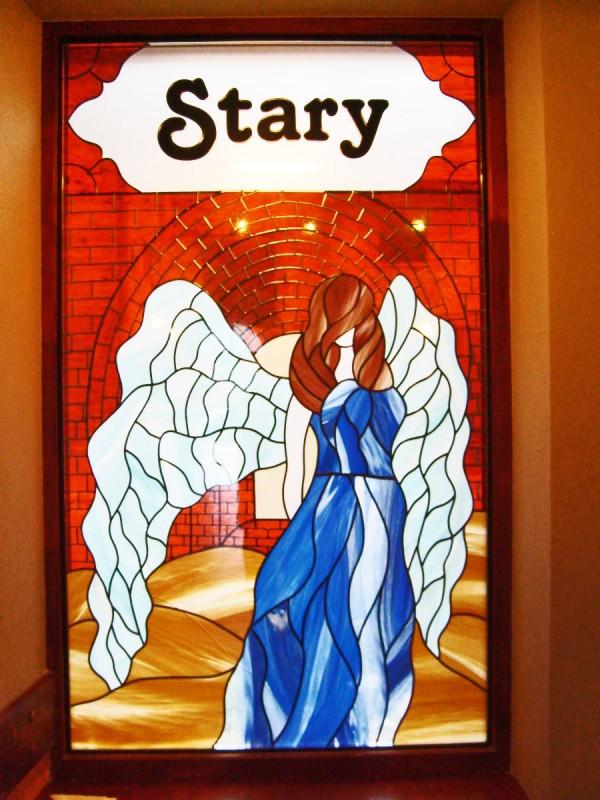 Świetlisty Anioł na witrażu