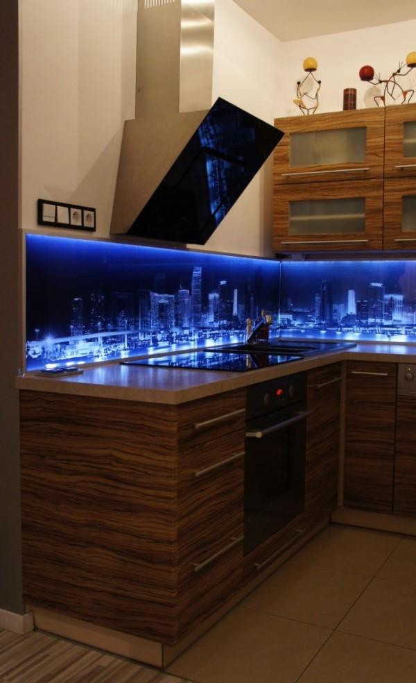 Ekran kuchenny z oświetleniem LED – miasto nocą 2