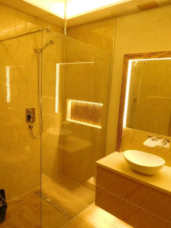 Kabina prysznicowa oświetlona LED